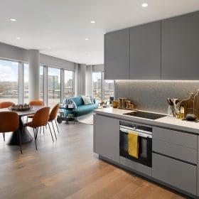 現代工藝室內設計為現代生活提供了一種干淨而深思熟慮的方法。平靜的背景體現了超大,超厚異國情調的硫酸鈣和水磨石廚房檯面等功能